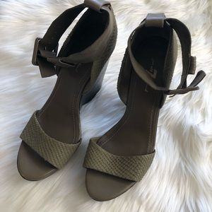 7 for all Mankind heels